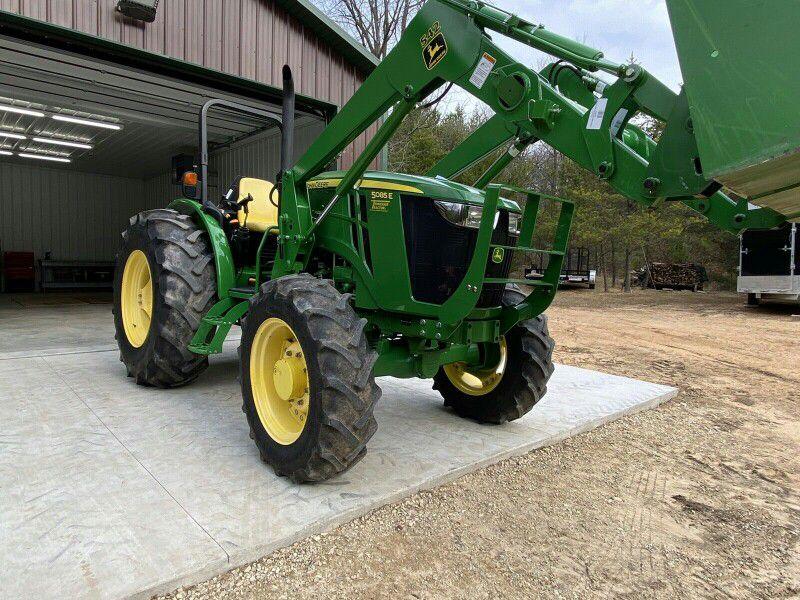 mdtyt2015 John Deere 5085E Tractor