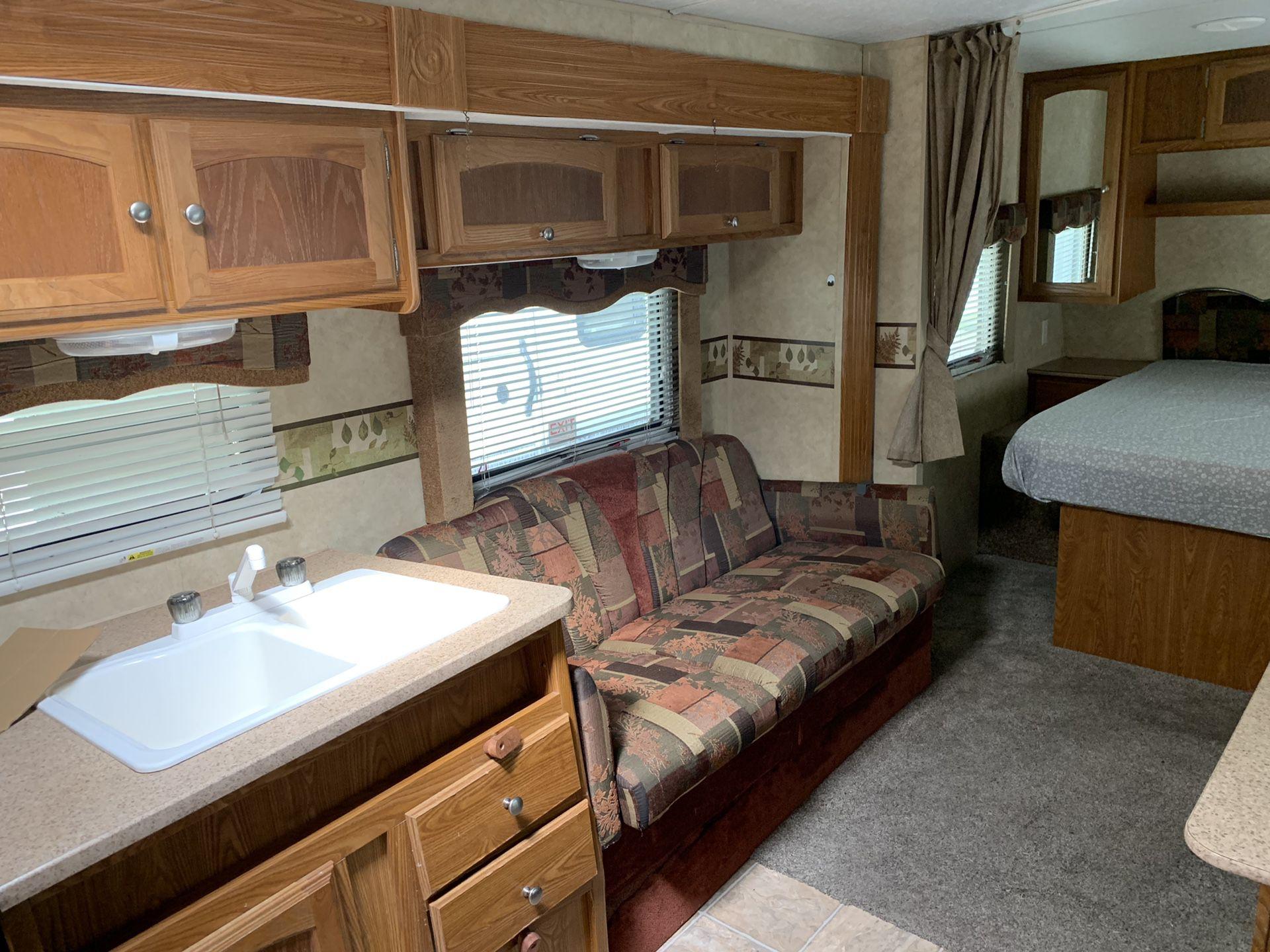 2009 Rainier by Dutchmen 26ft travel trailer