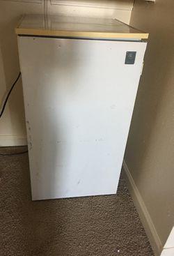 Mini fridge Thumbnail