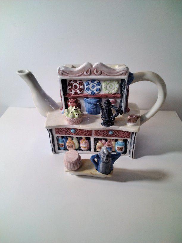Very Cute House Tea Pot .