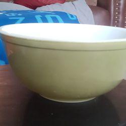 "Vintage avocado green Pyrex mixing bowl 9""×5"" Thumbnail"