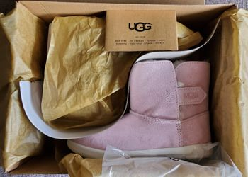 UGG Toddlers boots Sizes 12. Please click on 🌟🌟🌟🌟🌟 for more offers. follow me. Thank you Thumbnail