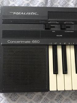 Realistic piano keyboard Thumbnail