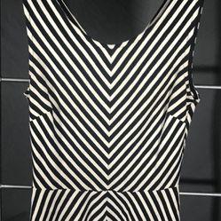 Black  & White V Stripe Banana Republic Top Sz 2 Thumbnail