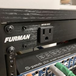Furman M-8x2 Power Conditioner Thumbnail