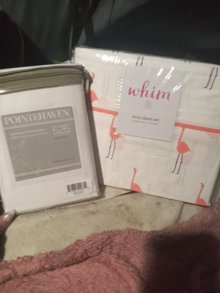 Twin White/ Pink Flamigo sheet set with extra White pillow cases