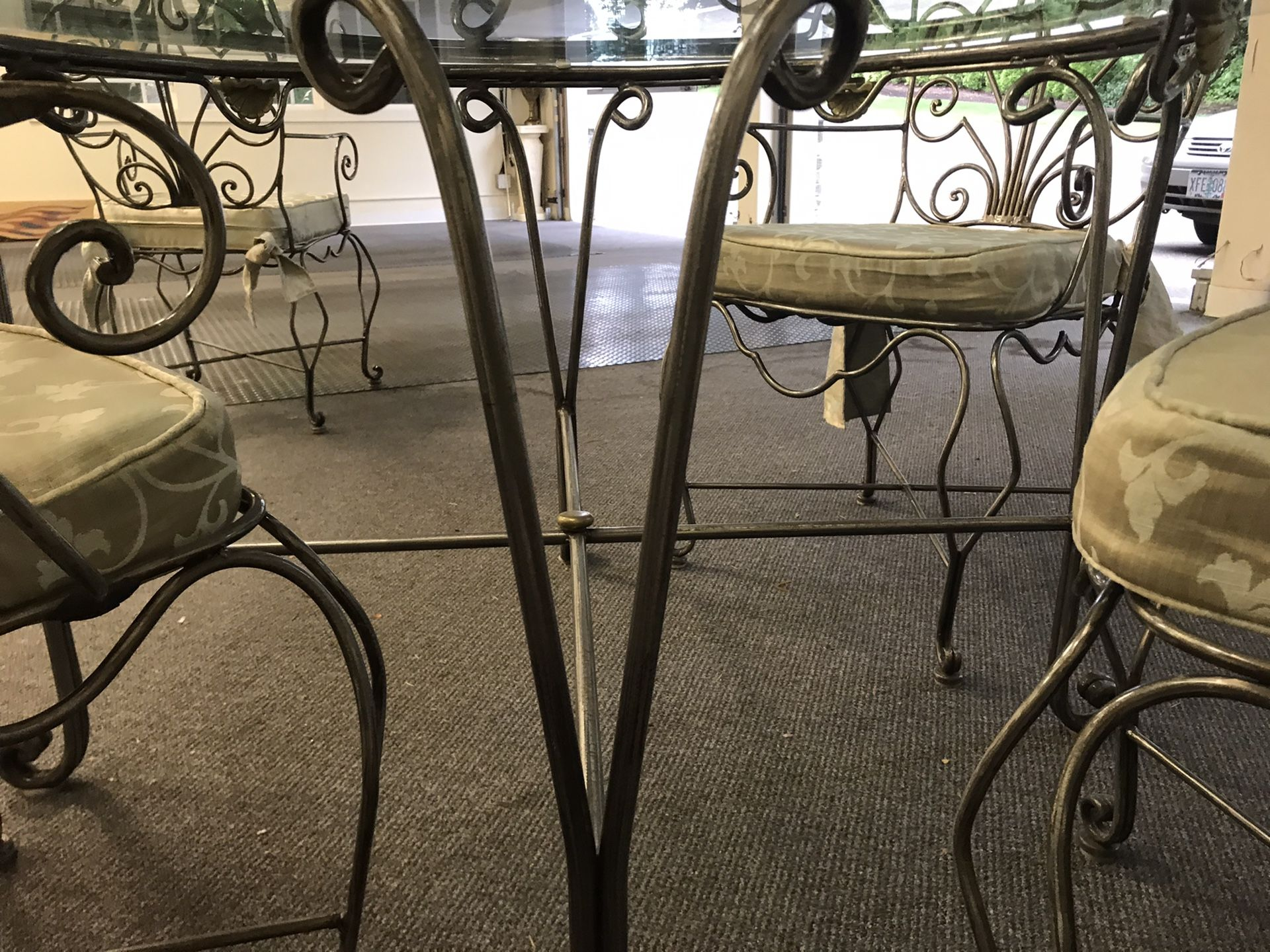 Beautiful Glass 5pc dining nook or patio set