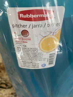 2 Rubbermaid Gallon Pitchers Thumbnail