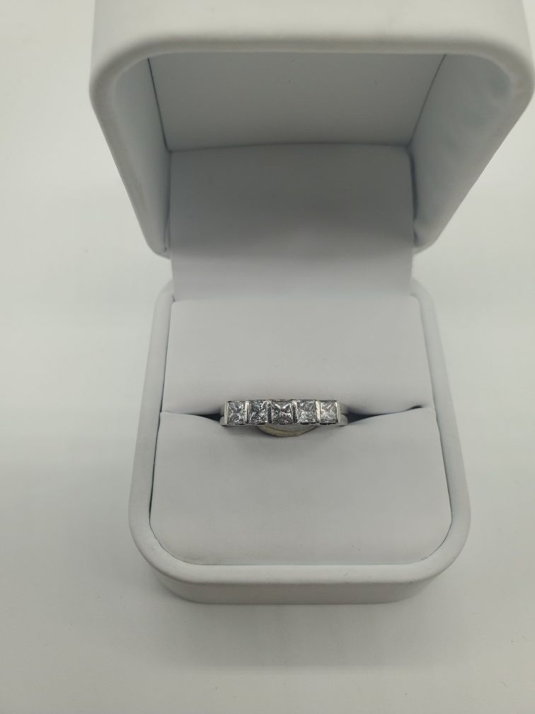 PLATINUM LADIES DIAMOND RING