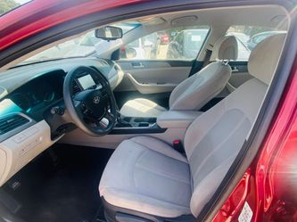 Are you looking to finance a used car vehicle?  2016 Hyundai Sonata SE Thumbnail