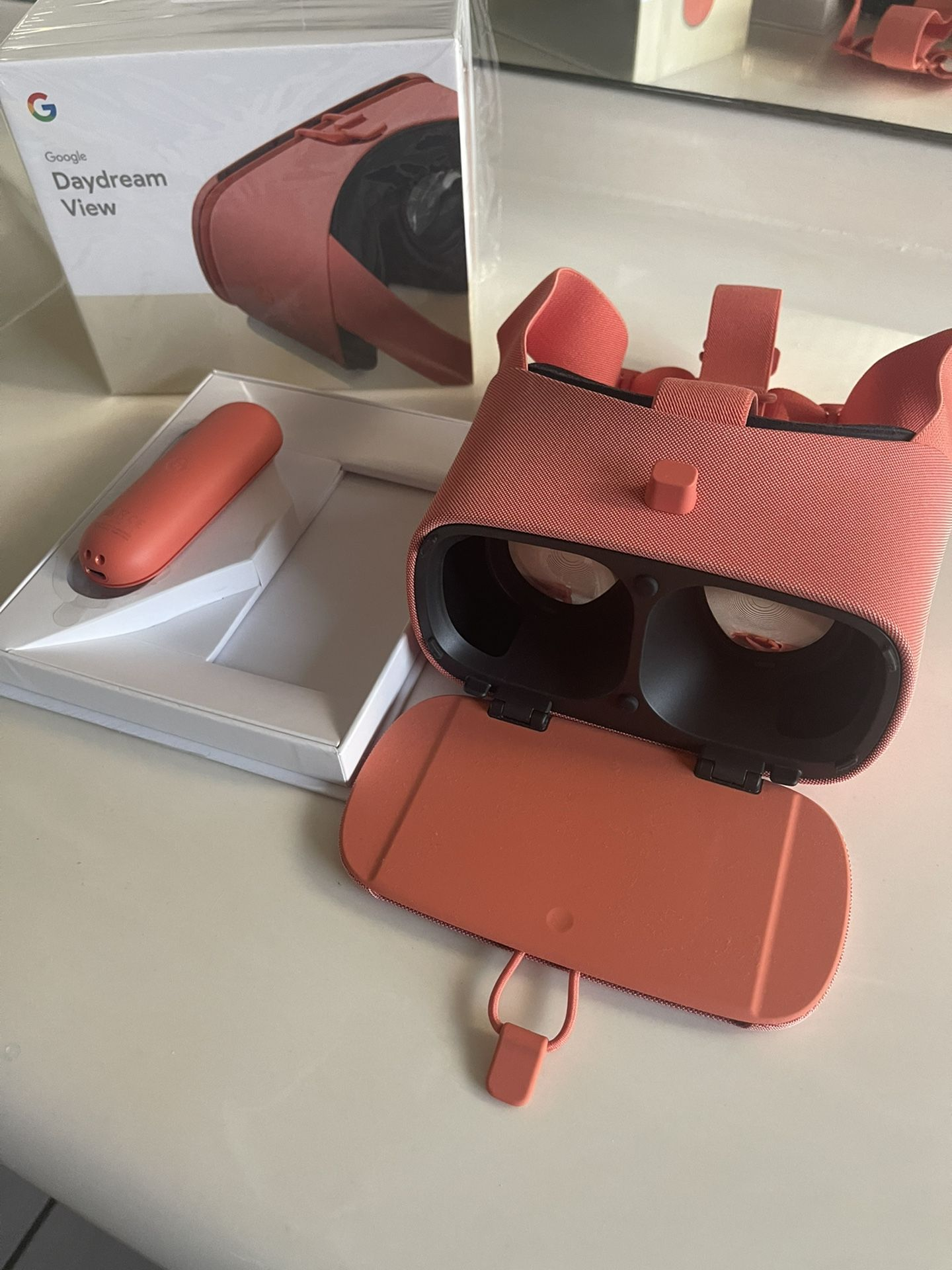 Google Daydream VR, Coral Color