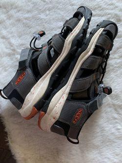 Keen close toe shoes Size 5 Women Thumbnail