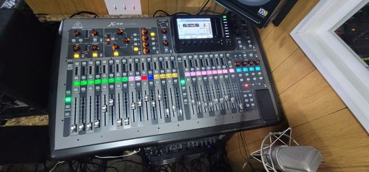 BehringerX32 40-channel Digital Mixer and BehringerS32 32 x 16 Digital Stage Box Thumbnail