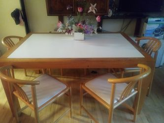 Table and 5 Chairs Thumbnail