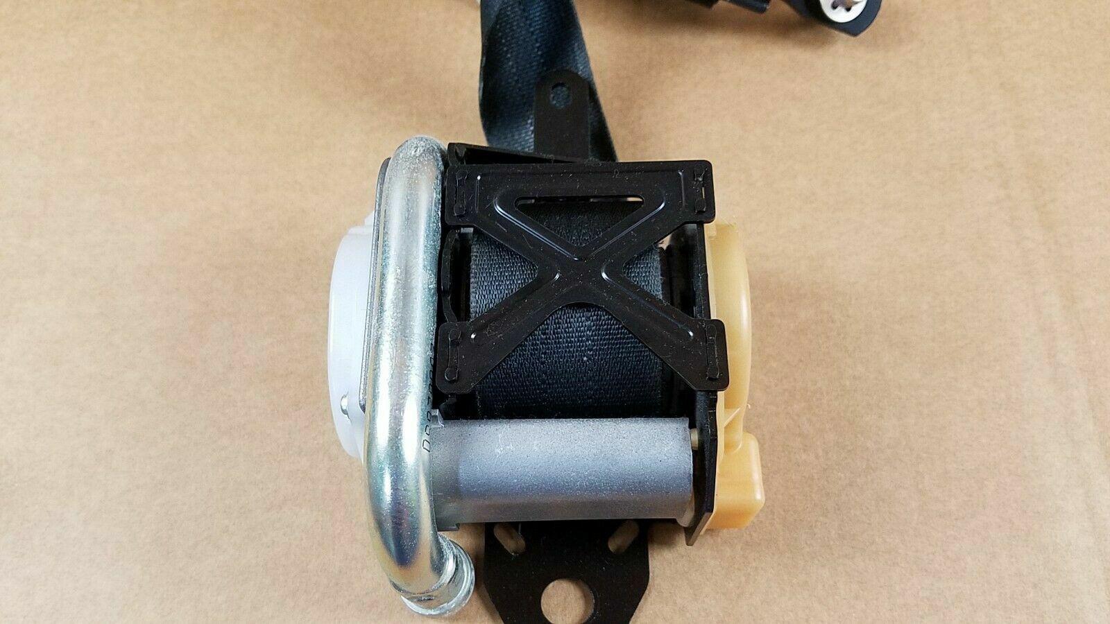 OEM 09-17 INFINITI FX35 QX70 FRONT LEFT DRIVER SIDE SEAT BELT RETRACTOR BLACK