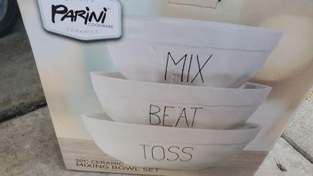 Ceramic mixing bowls Thumbnail