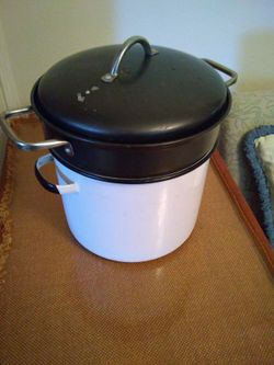 Stock pot and Food steamer both porcelain, see all pictures pickup Western/Devon ave Chicago Thumbnail