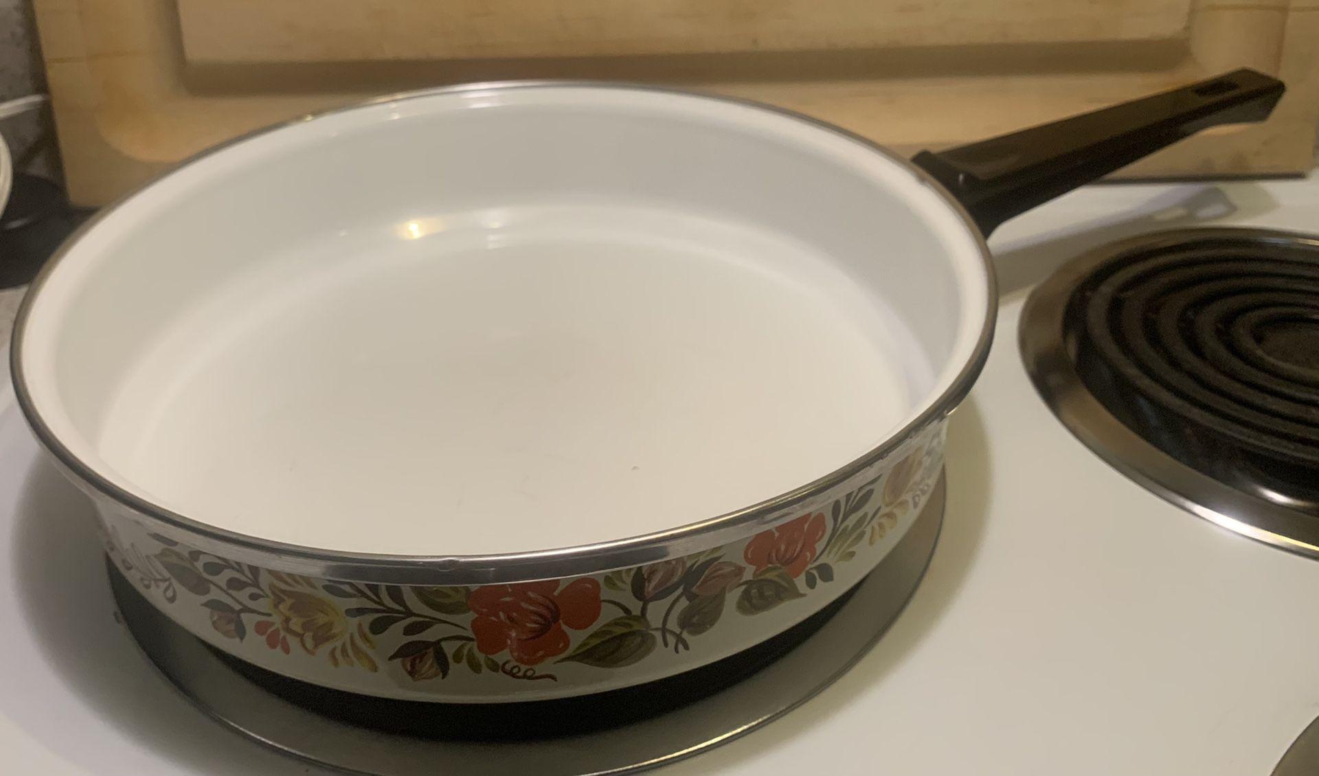 Kitchen Accessories / Wilshire House Frying Pan