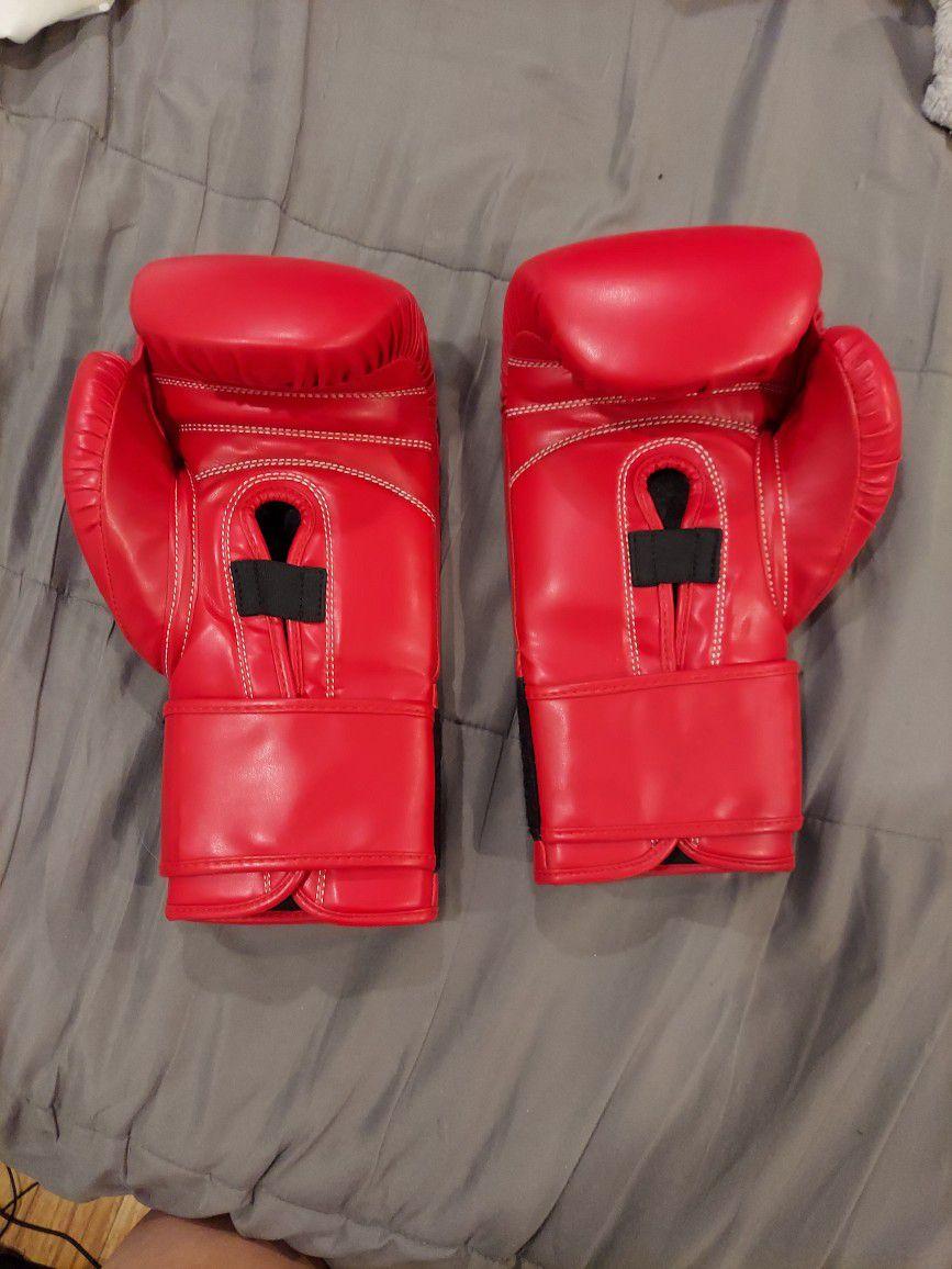 UFC Gym Gloves 14oz Red