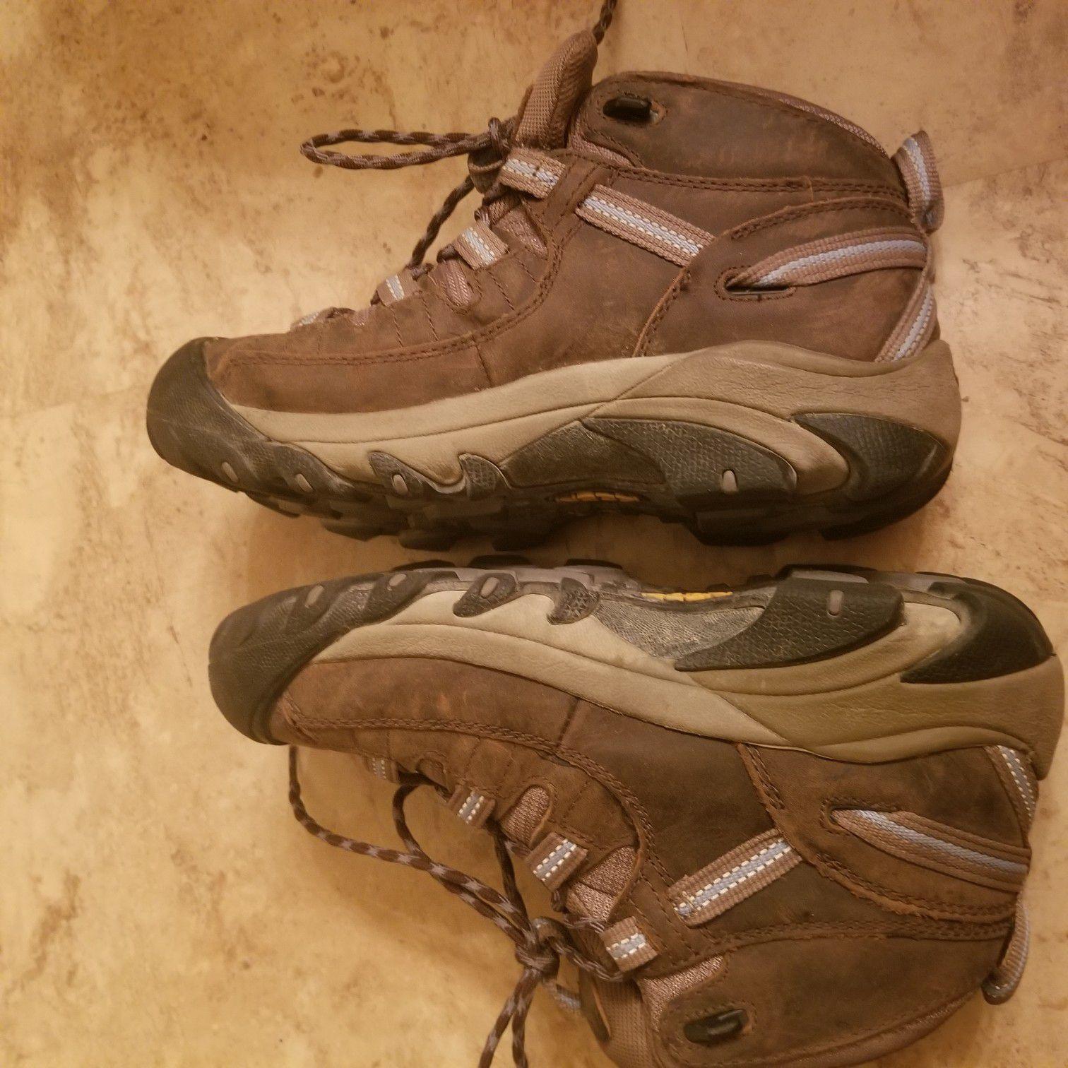 Keen womens hiking boots