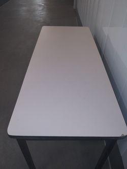 Metal Table Thumbnail
