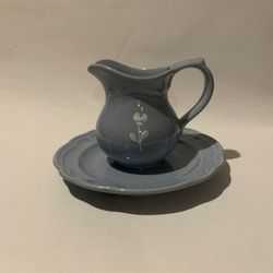 "Pfaltzgraff Bouquet Gazebo Blue Creamer White Flower #024 With 7.5"" Plate Thumbnail"