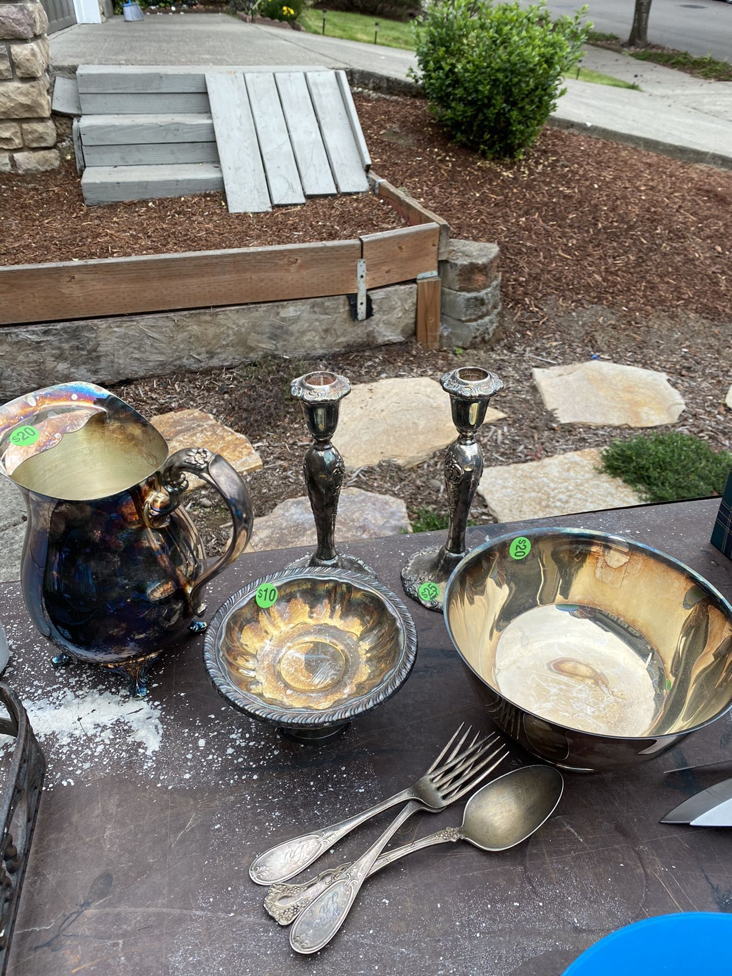 Silver plates items.