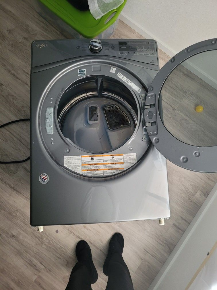 Whirlpool Electric Dryer Works Great