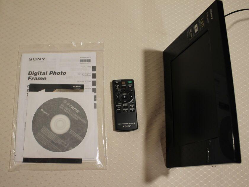 "Sony Digital 8"" Photo Frame | LED Backlight | 800 x 600 pixels | Remote Control | DPF-D810 | Features: Slideshow, Clock, Calendar"