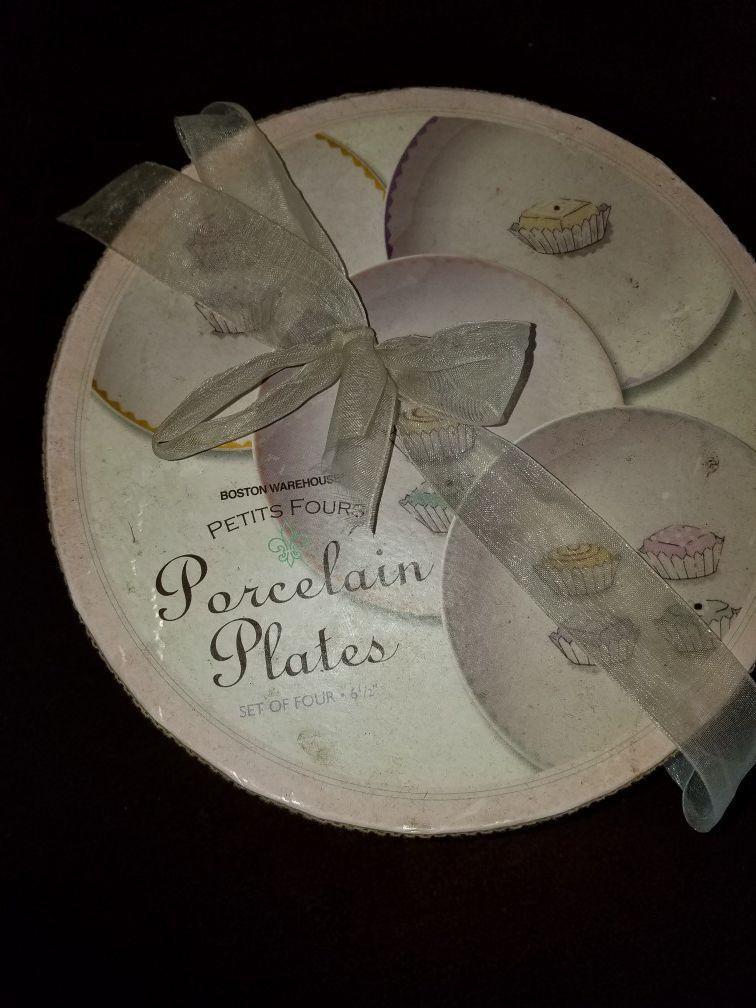 Set of 4 porcelain plates
