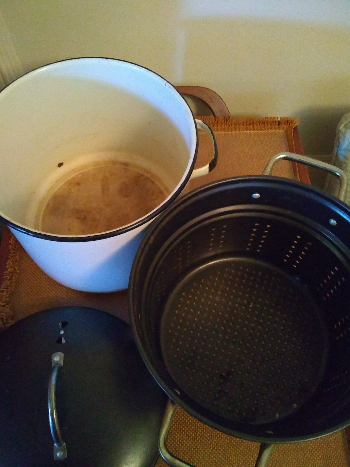 Stock pot and Food steamer both porcelain, see all pictures pickup Western/Devon ave Chicago