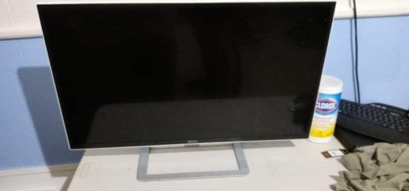 32in Dell Monitor