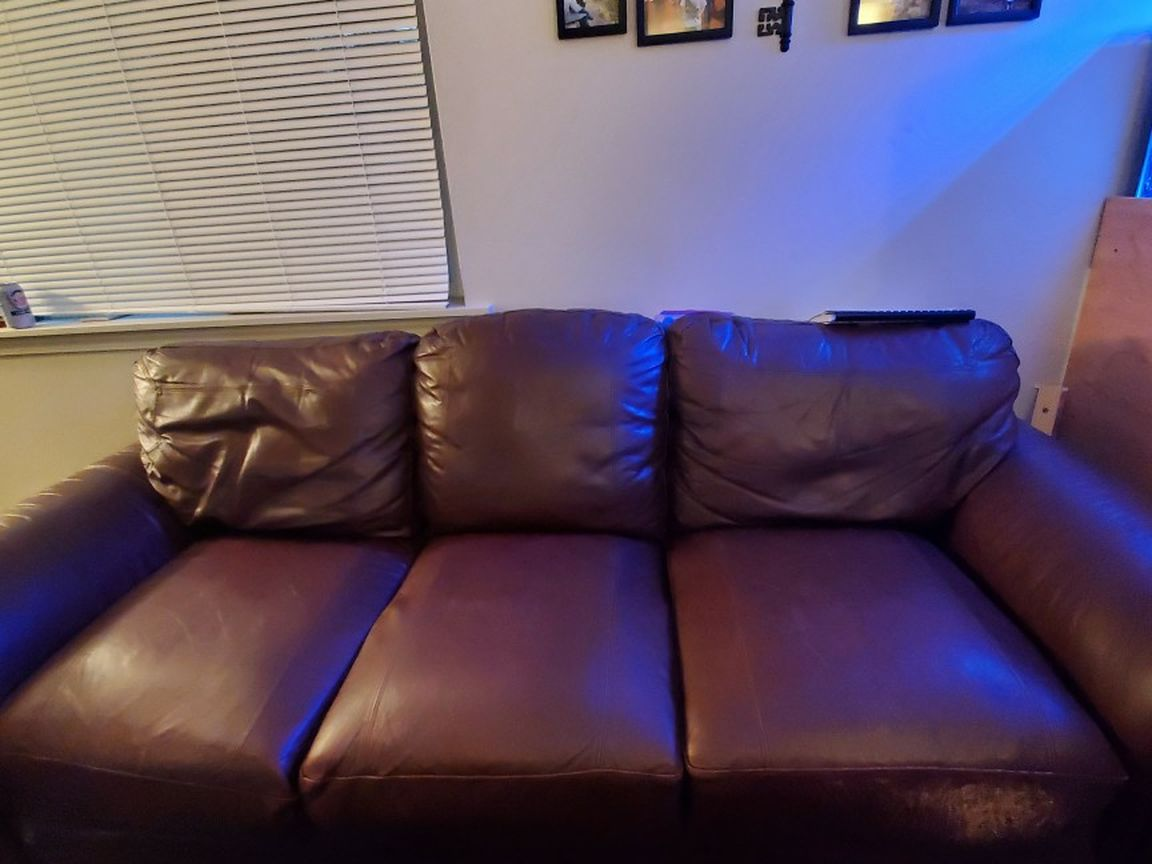 Leather COUCH Lightweight Has Scratchmarks One Side. You Haul.