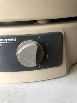 PRICE IS FIRM Honeywell 12520 HEPA Air Purifier COVERS 320 sq ft !!BRAND NEW FILTERS!! COMPLETELY CHANGES THE WHOLE AIR IN THE ROOM 6 times every hour Thumbnail